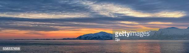 "panorama do pôr do sol sobre vestfjord vesteralen ilha archipel eu - ""sjoerd van der wal"" or ""sjo"" - fotografias e filmes do acervo"