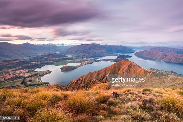 sunset over wanaka lake and mountains, new zealand - wanaka - fotografias e filmes do acervo