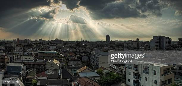 sunset over western tokyo - 太陽光線 ストックフォトと画像