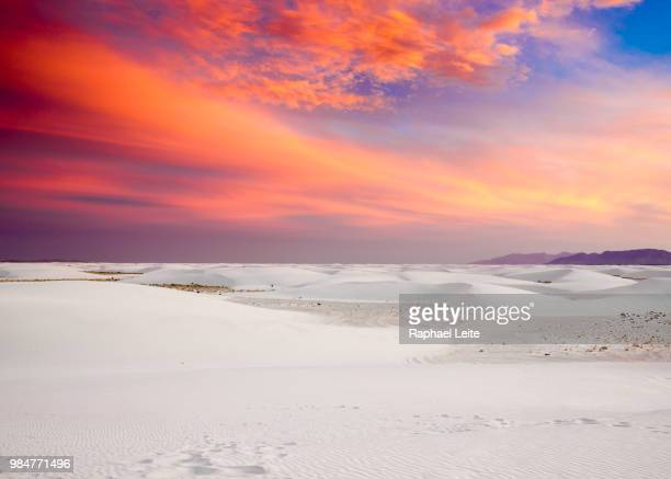 sunset over white sands national monument in new mexico, usa. - nuovo messico foto e immagini stock