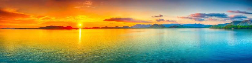 Sunset panorama 163196980