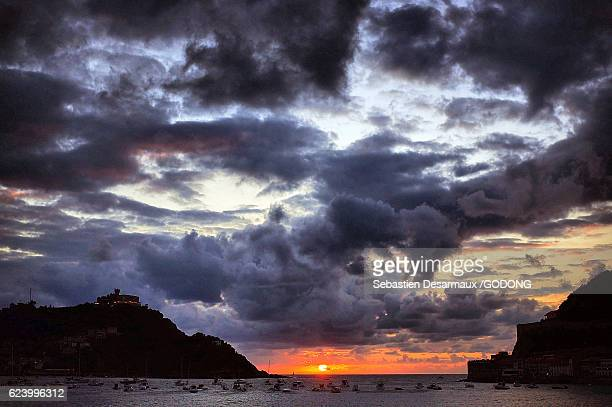 sunset - climat stock pictures, royalty-free photos & images