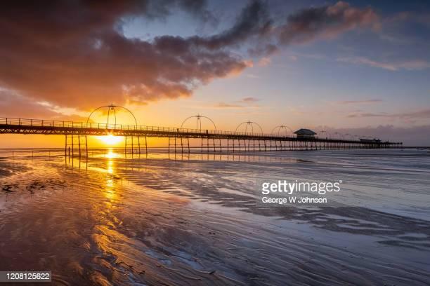 sunset pier #1 - イングランド サウスポート ストックフォトと画像