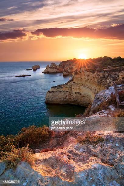 sunset prainha coastline, alvor, algarve, portugal - alvor stock pictures, royalty-free photos & images