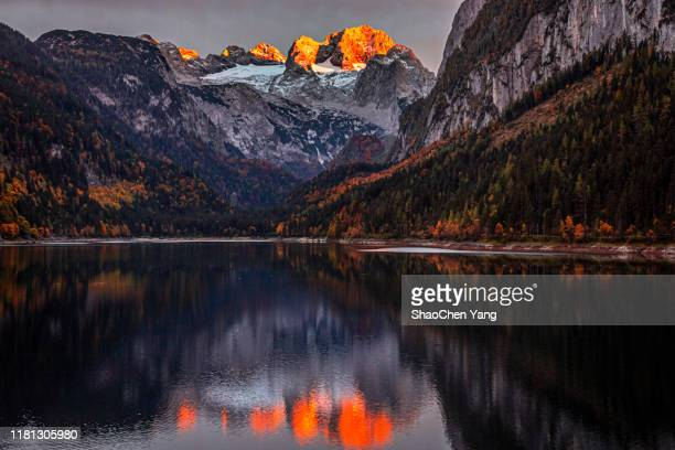 sunset rays on austrian alps and lakeside reflection - maroon bells stock pictures, royalty-free photos & images