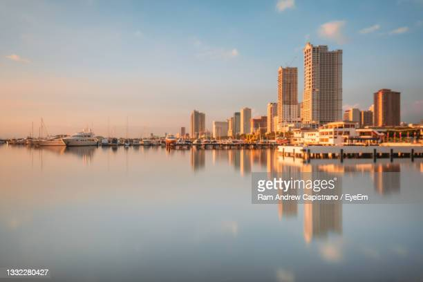 sunset, reflections, and harbor - greater manila area stock-fotos und bilder