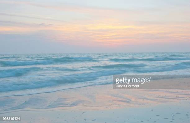 sunset reflections on sea, sieta key, sarasota, florida, usa - siesta key bildbanksfoton och bilder