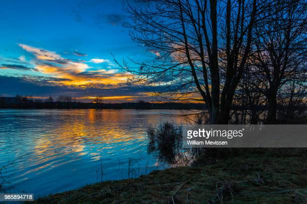 sunset river - william mevissen stockfoto's en -beelden