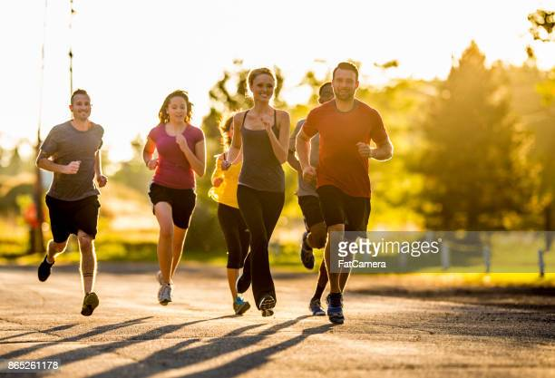 sunset run - competition group stock pictures, royalty-free photos & images