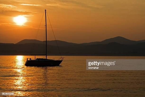 sunset sailboat - lake george new york stock pictures, royalty-free photos & images