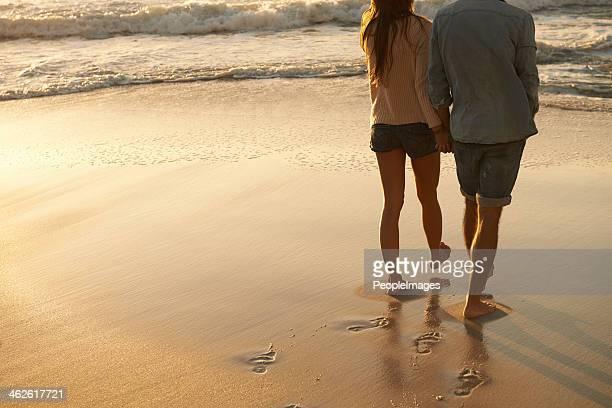 Promenade au coucher du soleil, sable