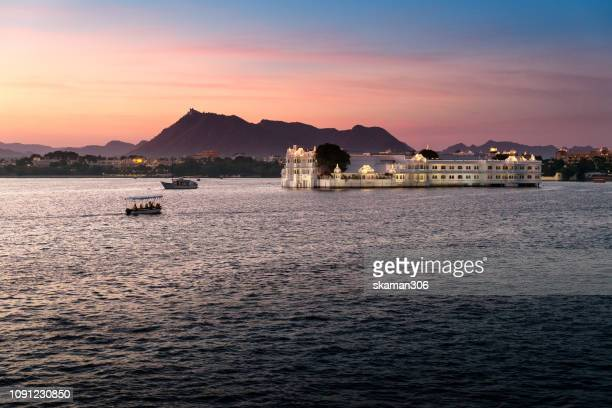 sunset scene beautiful palace around pichola lake near udaipur palace udaipur rajasthan india - udaipur stock pictures, royalty-free photos & images