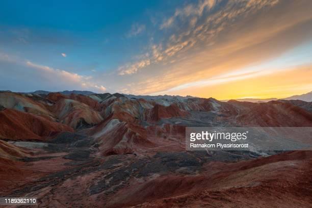 sunset scene of amazing landscape at geological park rainbow mountain, danxia landform, gansu province, zhangye, china - 丹霞地形 ストックフォトと画像
