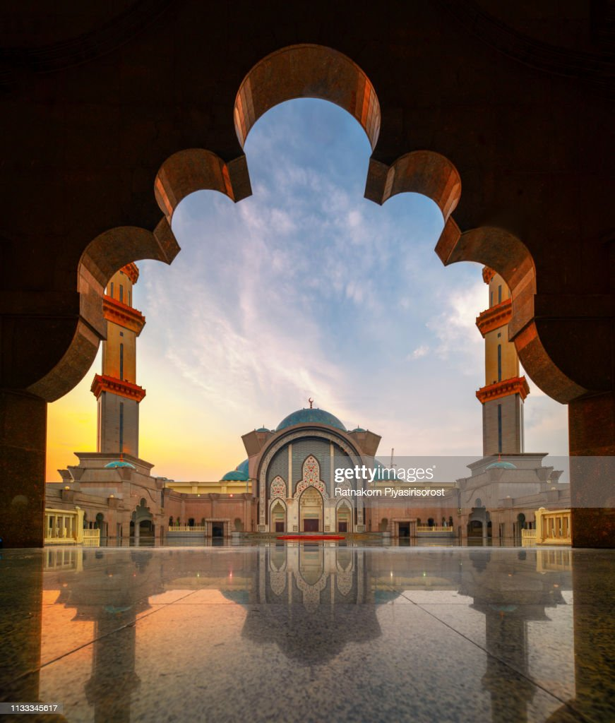 Sunset Scene of Wilayah Persekutuan mosque in Kuala Lumpur : Stock-Foto