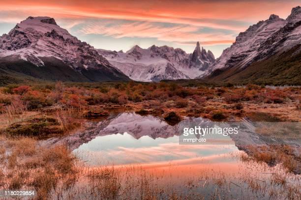 sunset shot of mt.cerro torre located in patagonia, argentina - argentina america del sud foto e immagini stock