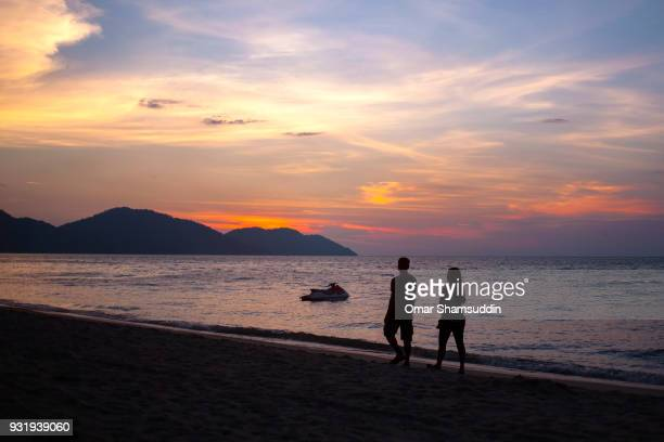 sunset silhouette in batu ferringhi beach, penang - omar shamsuddin stock pictures, royalty-free photos & images
