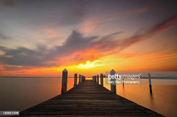 sunset sky from a pier, maryland, usa - chesapeake bay bridge stock pictures, royalty-free photos & images