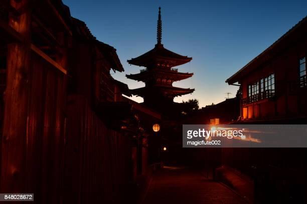 夕焼け空の上京都八坂の五重塔