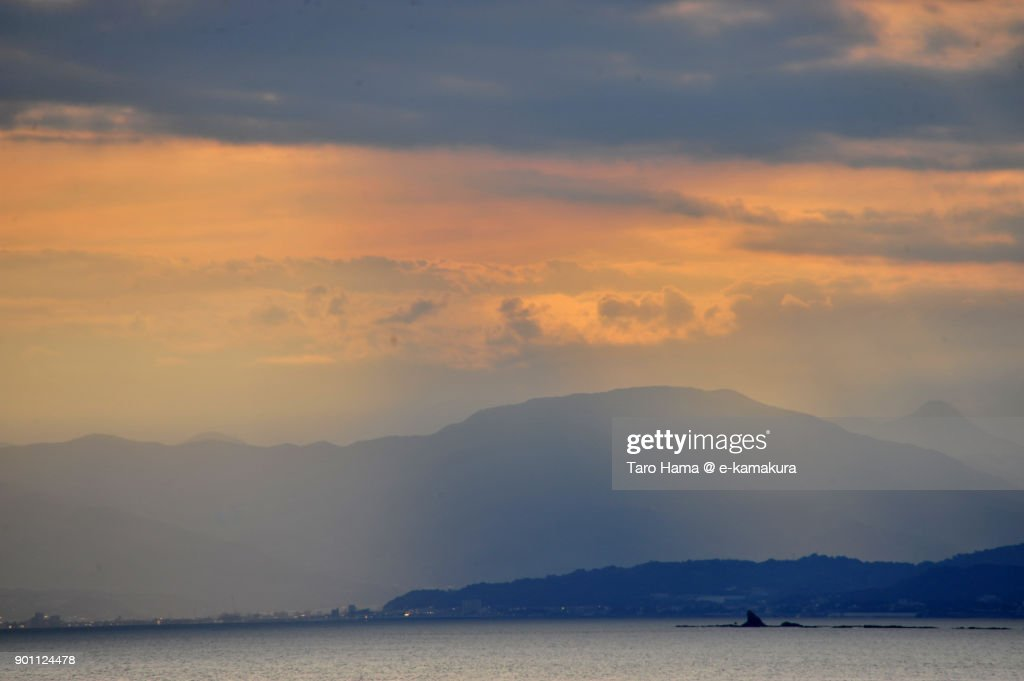 Sunset sunbeam on Mt. Tanzawa and Sagami Bay in Kanagawa prefecture in Japan : ストックフォト