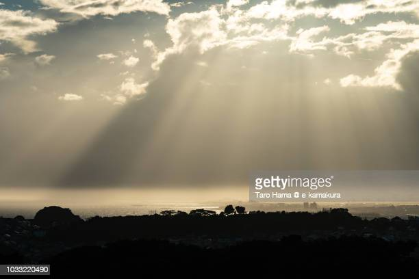 sunset sunbeam on sagami bay, northern pacific ocean, and kamakura, fujisawa, chigasaki and hiratsuka cities in kanagawa prefecture in japan - 平塚市 ストックフォトと画像