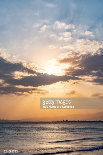sunset sunbeam on the beach in kanagawa prefecture of japan - 平塚市 ストックフォトと画像