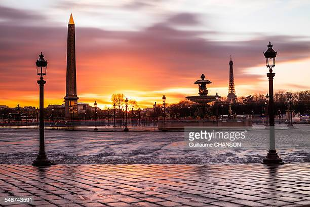 sunset sur la place de la concorde à paris - place de la concorde stock pictures, royalty-free photos & images