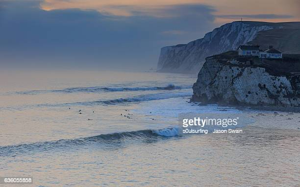 sunset surf on the isle of wight - s0ulsurfing photos et images de collection