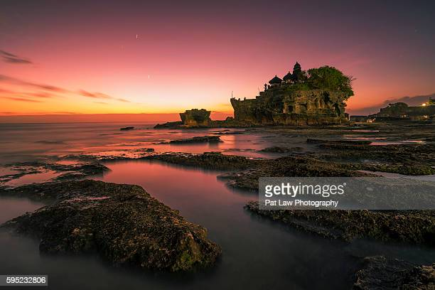 sunset tanah lot, bali, indonesia. - tanah lot stock pictures, royalty-free photos & images