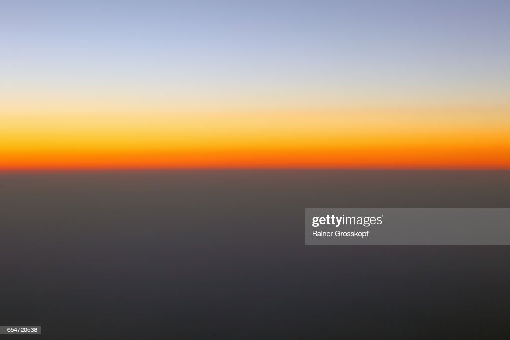 Sunset through an airplane window : Stock-Foto