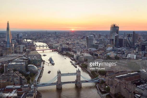 Sunset view from east with Tower Bridge. 52 Lime Street - The Scalpel, London, United Kingdom. Architect: Kohn Pedersen Fox Associates , 2018.