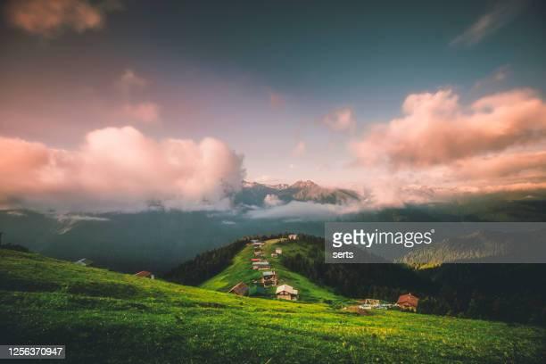 トルコ 黒海地域、カムリヘムシン・ポクト高原からの夕日の眺め - トラブゾン ストックフォトと画像