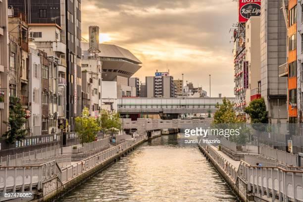 sunset view of bridges in dotonbori, japan - 道頓堀 ストックフォトと画像