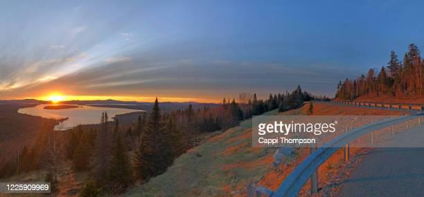 sunset view of lake mooselookmeguntic near rangeley, maine usa during springtime - mooselookmeguntic lake - fotografias e filmes do acervo