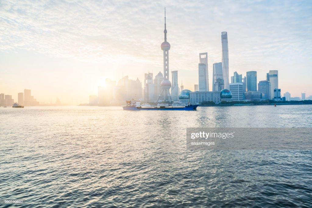 sunset view of the bund skyline shanghai : Stock-Foto