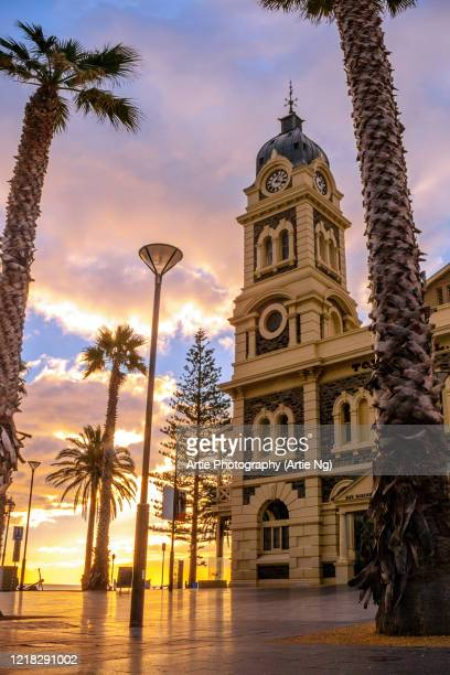 sunset view of the glenelg town hall at moseley square, holdfast bay in gulf st vincent, adelaide, south australia - adelaide stock-fotos und bilder