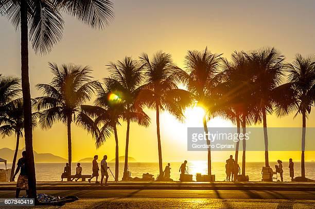 sunset view on copacabana, rio de janeiro. - strand von copacabana stock-fotos und bilder