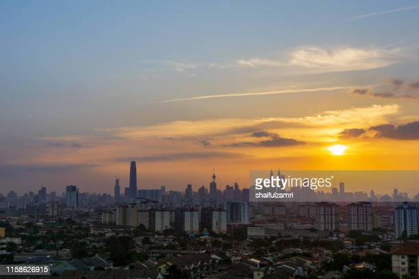 sunset view over downtown kuala lumpur (kl). kl is the capital of malaysia. - shaifulzamri photos et images de collection