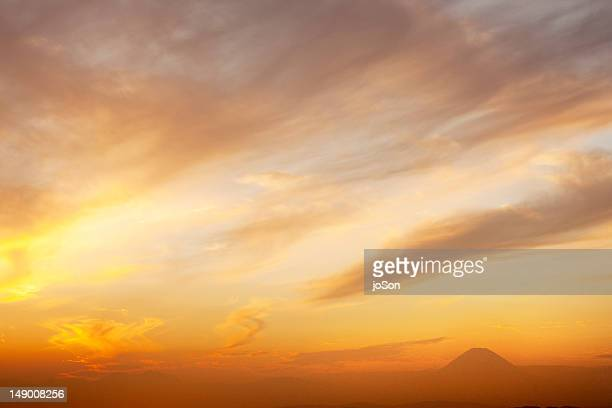 sunset with mt. fugi in the distant - avondschemering stockfoto's en -beelden