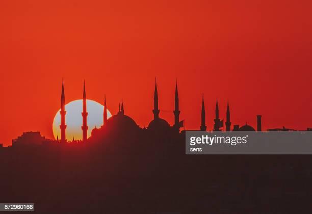 Sonnenuntergang mit Sonne hinter silhouette in Istanbul, Türkei