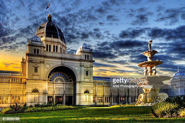 sunset with the royal exhibition building, melbourne, victoria, australia - carlton gardens stock pictures, royalty-free photos & images