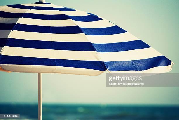 sunshade umbrella - josemanuelerre fotografías e imágenes de stock