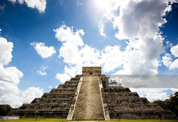 sunshine in chichen itza - kukulkan pyramid stock photos and pictures