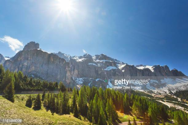 sunshine in the dolomites, south tyrol, italy - véneto imagens e fotografias de stock