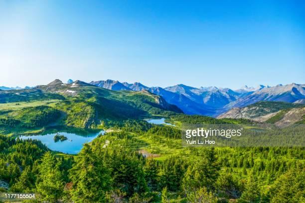 sunshine meadows vista, parque nacional banff, canadá - montañas rocosas canadienses fotografías e imágenes de stock
