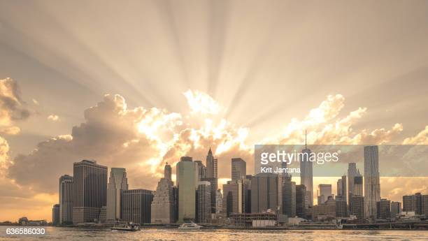 sunshine over new york - brooklyn new york stock pictures, royalty-free photos & images
