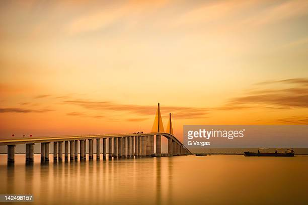 sunshine skyway bridge - sunshine skyway bridge stock photos and pictures