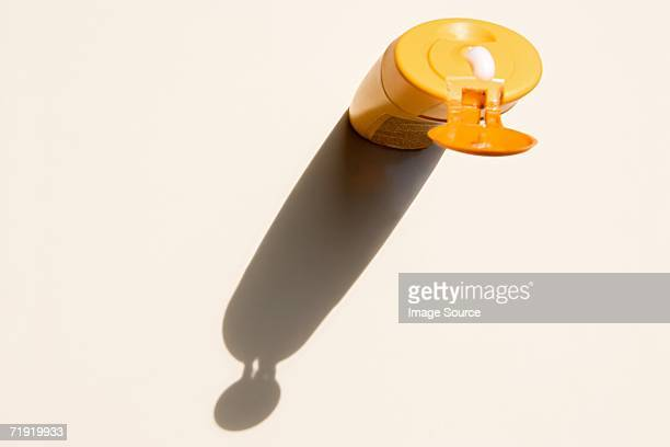 suntan lotion - sunscreen stock photos and pictures
