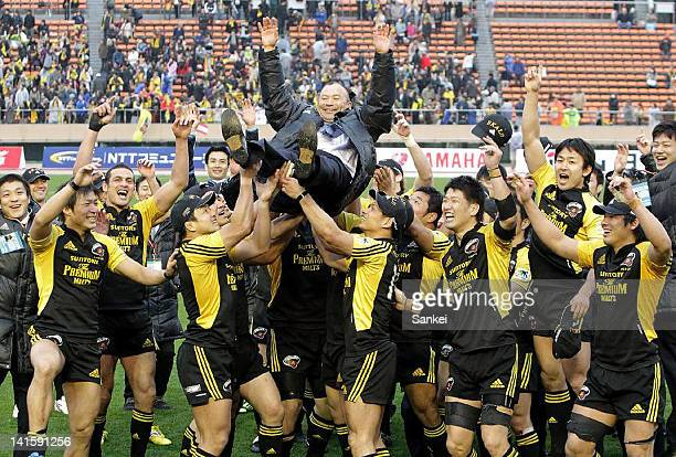 Suntory Sungoliath head coach Eddie Jones is thrown into the air after the 49th Japan Rugby Championship Final match between Suntory Sungoliath and...