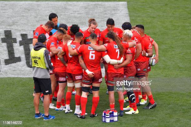 Sunwolves players huddle prior to the Super Rugby match between Sunwolves and Reds at Prince Chichibu Memorial Ground on March 16 2019 in Tokyo Japan
