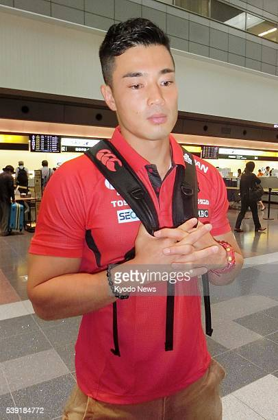 Sunwolves wing Akihito Yamada speaks to reporters at Tokyo's Haneda airport on June 9 before leaving for Hokkaido where he will take part in a...
